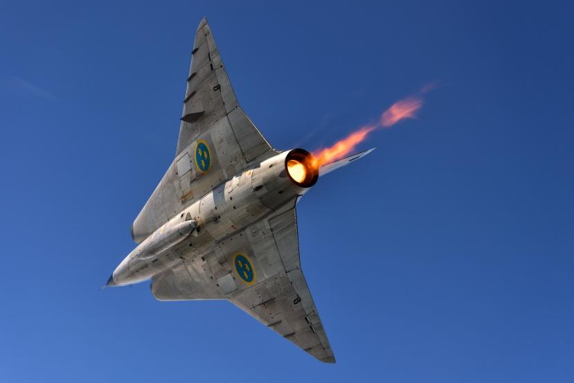 AIRPOWER16_-_Air_to_Air_SK35C_Draken_(29366239356).jpg