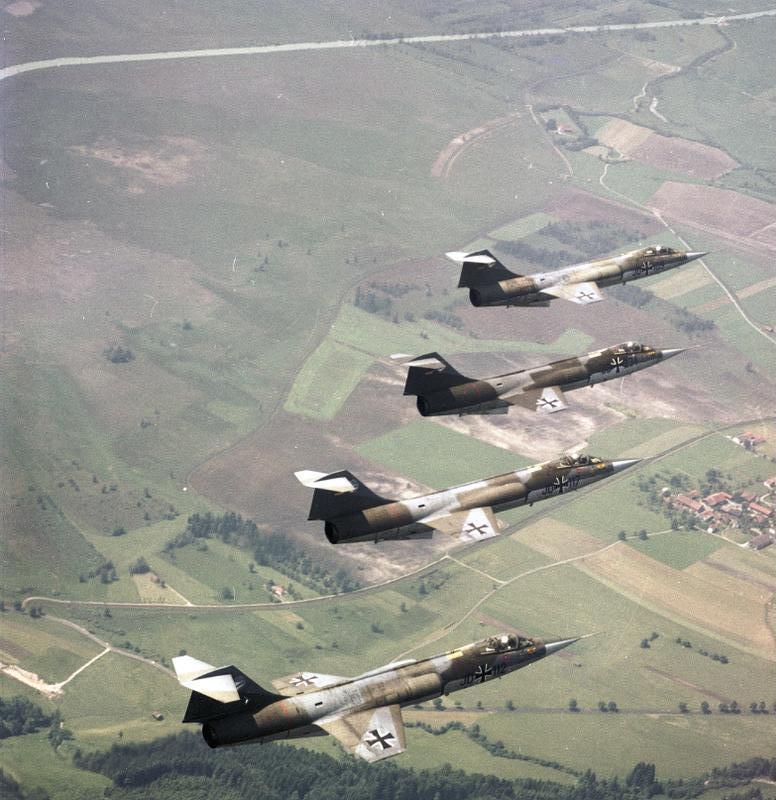 Bundesarchiv_B_145_Bild-F027411-0008,_Flugzeuge_F-104_Starfighter,_JG_74.jpg
