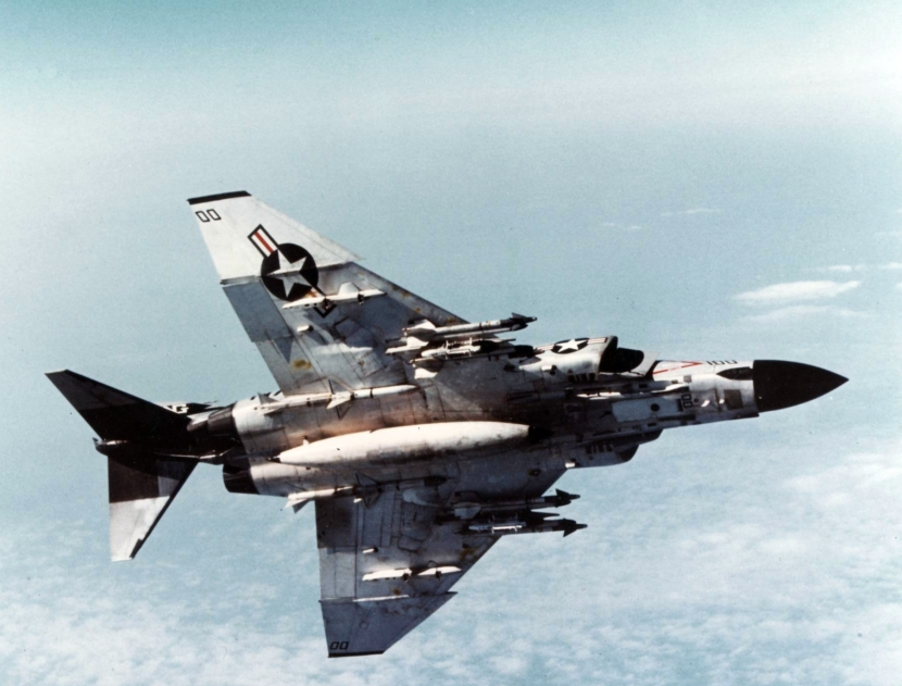 f-4j_vf-96_showtime_100_armed_from_below