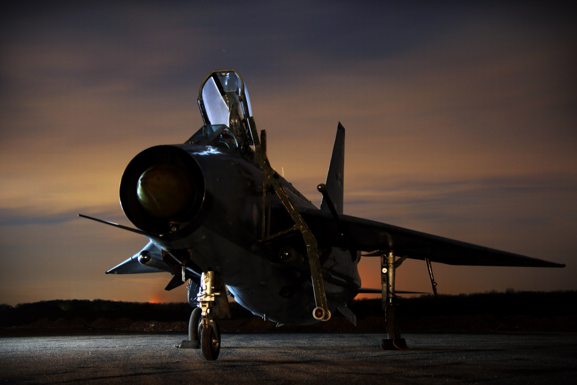 Lightning-Preservation-Group-English-Electric-Lightning-F.6-XR728-JS-Night-no-light-Bruntingthorpe-NWM.jpg