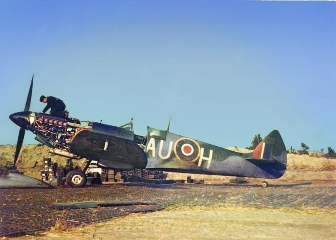 Spitfire-LFIX-RCAF-421Sqn-AUH-SMxxx-field-maintenance-at-Petit-Brogel-Belguim-01.jpg