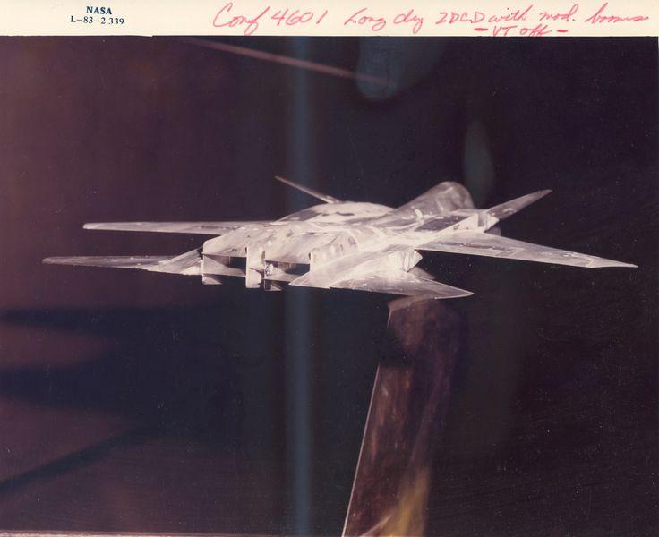 736px-L-83-2339_F-15_2D_CD_Nozzles_Test_372_1983.jpg