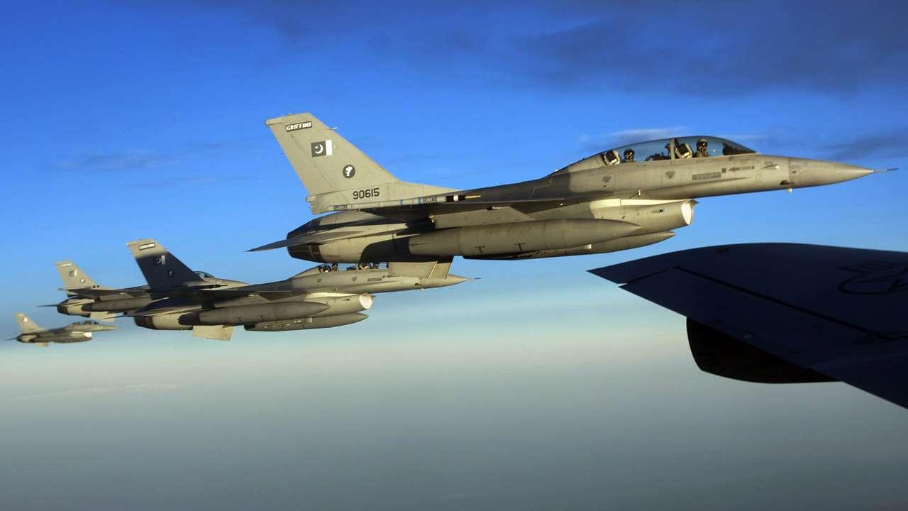 797184-pakistan-air-force-f-16.jpg