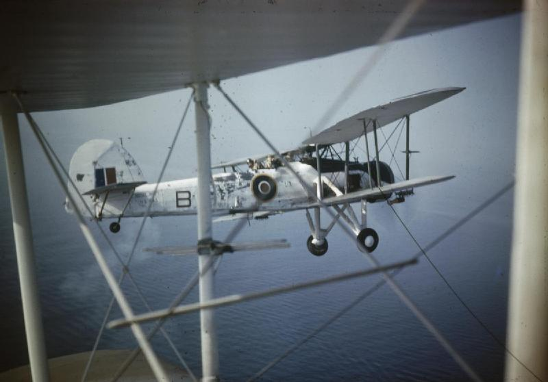 A_Fairey_Swordfish_in_Flight_TR1138.jpg