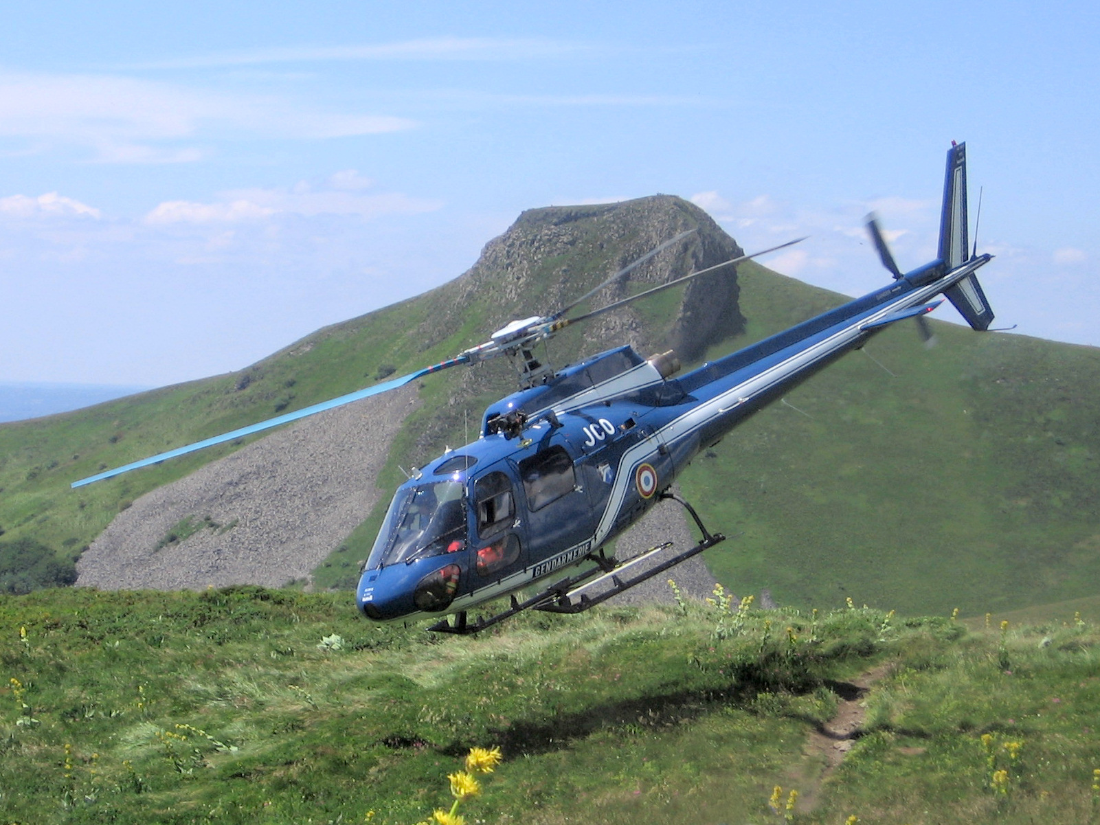 Helicopter_rescue_sancy_takeoff.jpg