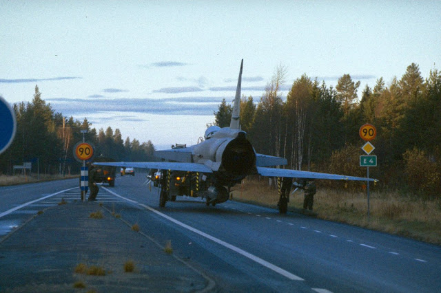 Viggen being towed on the highway, like here north of Uppsala 1.jpg