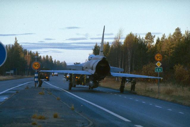 Viggen being towed on the highway, like here north of Uppsala 1.jpg