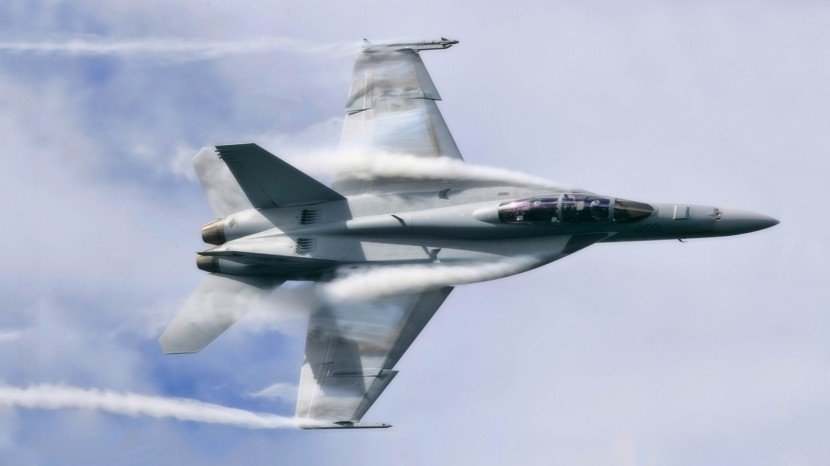 airplane_aircraft_F_A_18_Hornet_contrails_military_aircraft_vehicle_military-243870.jpg