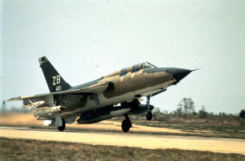 F-105G-1-USAF.jpg