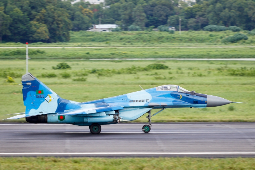 36100_Bangladesh_Air_Force_MIG-29_Running_For_Take_Off_(8138158131).jpg