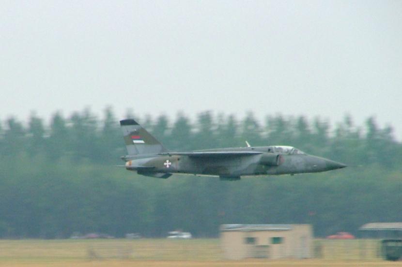 J-22_Orao_in_low_level_flight,_Kecskemét,_2007.jpg