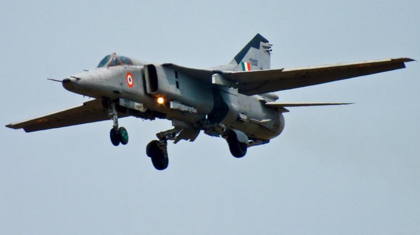 MiG-27_from_No.18_Squad_Kalaikunda.jpg