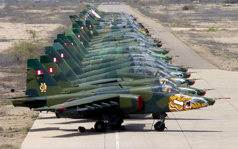 Peruvian_Air_Force_Sukhoi_Su-25_lineup_Lofting.jpg