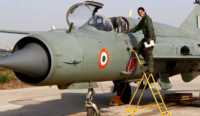 iaf-woman-pilot-iaf-facebook