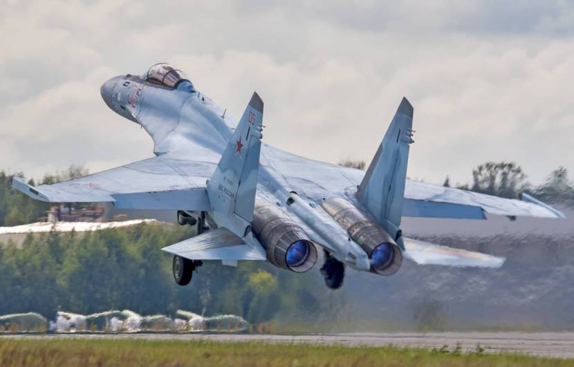 Sukhoi-Su-35-taking-off.jpg