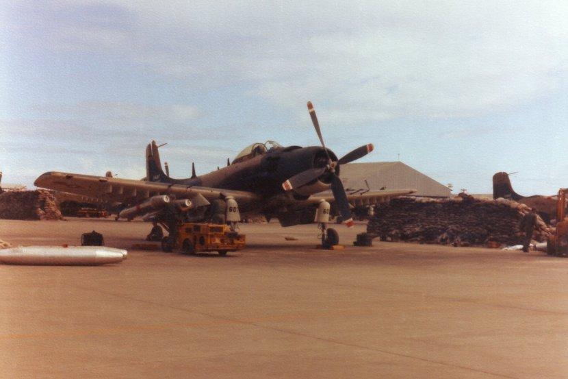 VNAF_Skyraider_at_Da_Nang_1967.jpg