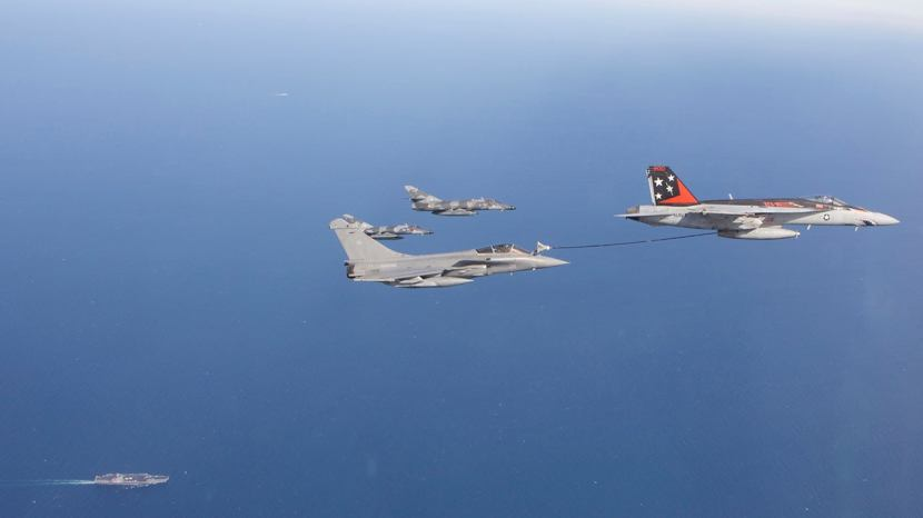 Rafale-refuels-from-Super-Hornet-hr.jpg