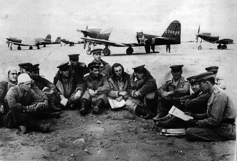 Bell P-63 Kingcobras with Soviet air crew
