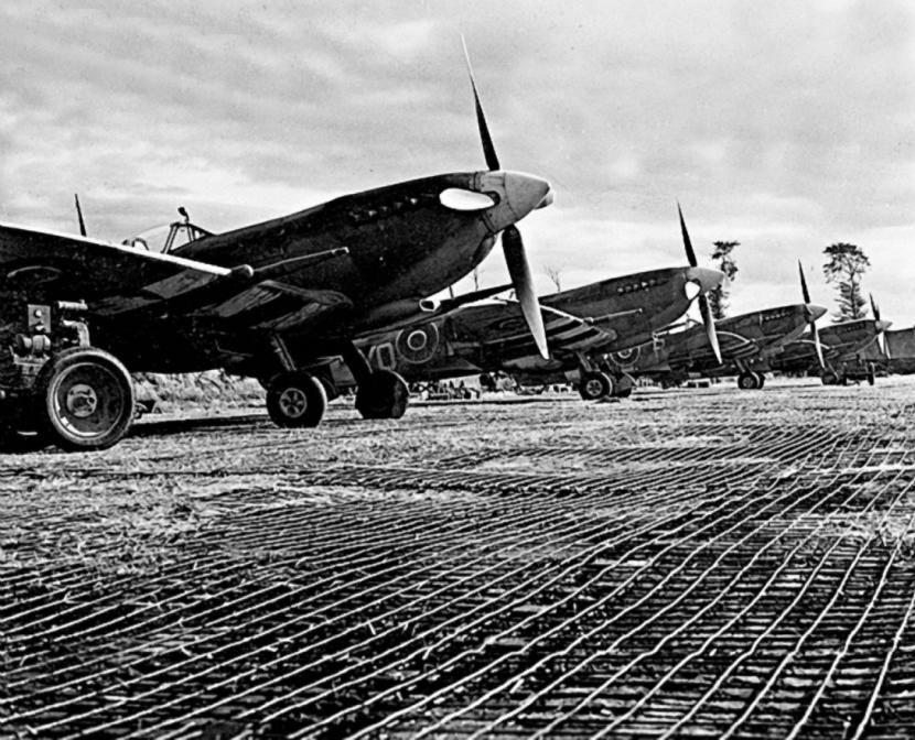 Spitfire LF IX 1