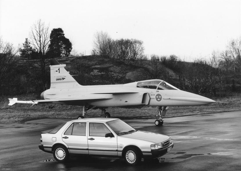 9000-CC-1986JAS-39-Gripen_01.jpg