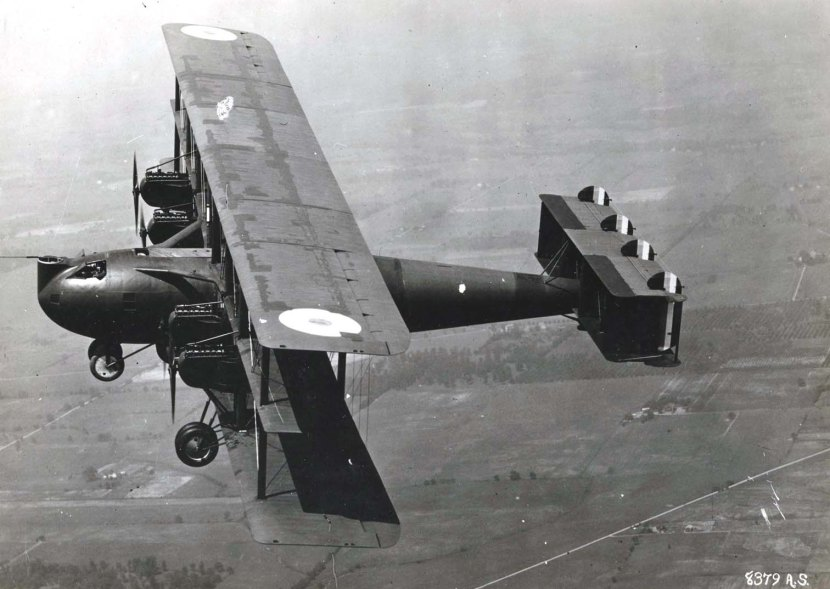 Barling_Bomber_in_flight.jpg