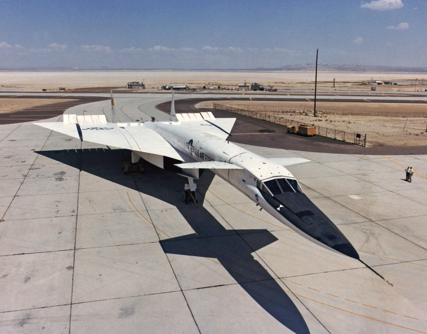 North_American_XB-70_on_ramp_ECN-1814.jpg