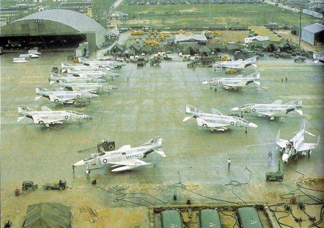 F-4Bs_VMFA-115_323_DaNang_Jan1966-640x451