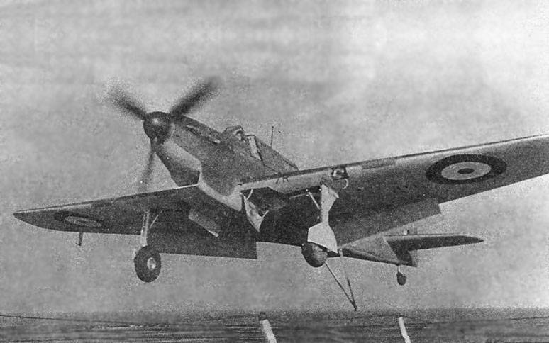 Fairey_Fulmar_Mk_I_landing_on_aircraft_carrier.jpg
