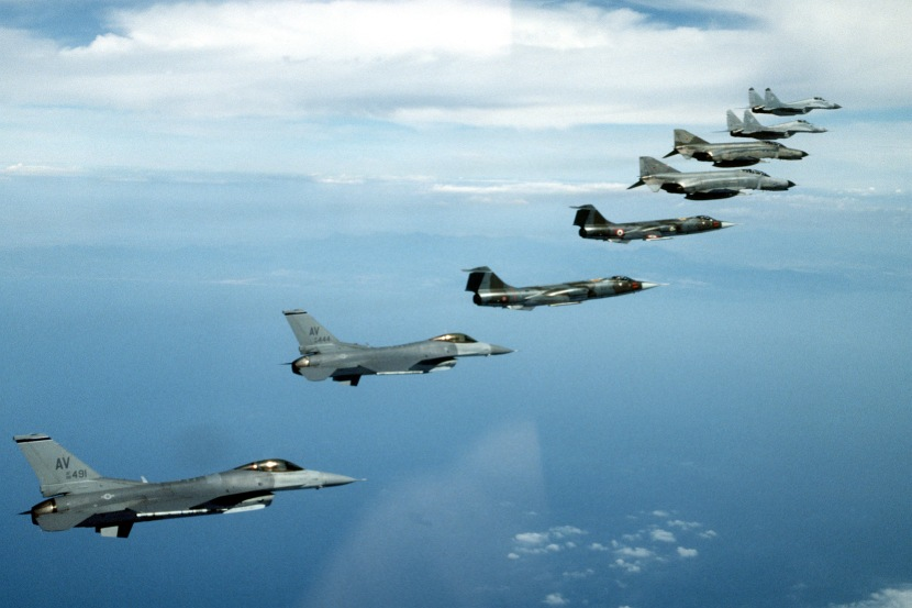 NATO_fighters_1995_F-16_F-104_F-4_MiG-29.jpg