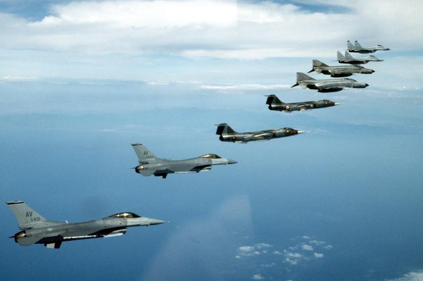 NATO_fighters_1995_F-16_F-104_F-4_MiG-29.jpg