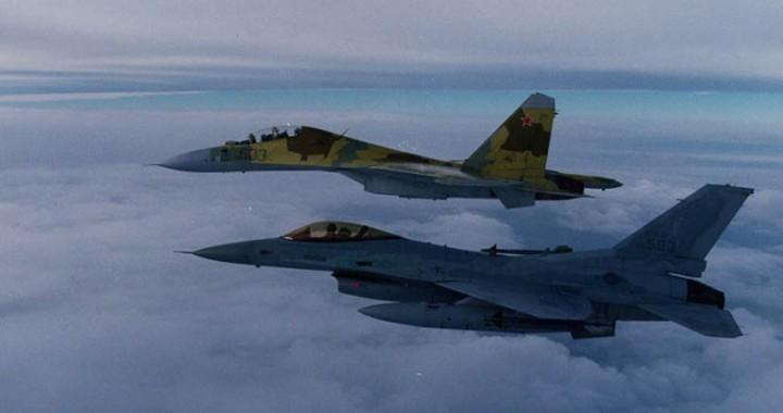 Su-30-F-16-formation.jpg