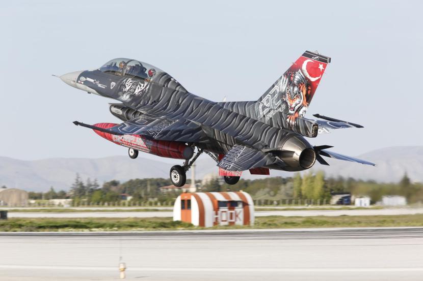 2_F-16C 192 Tigers sq.jpg