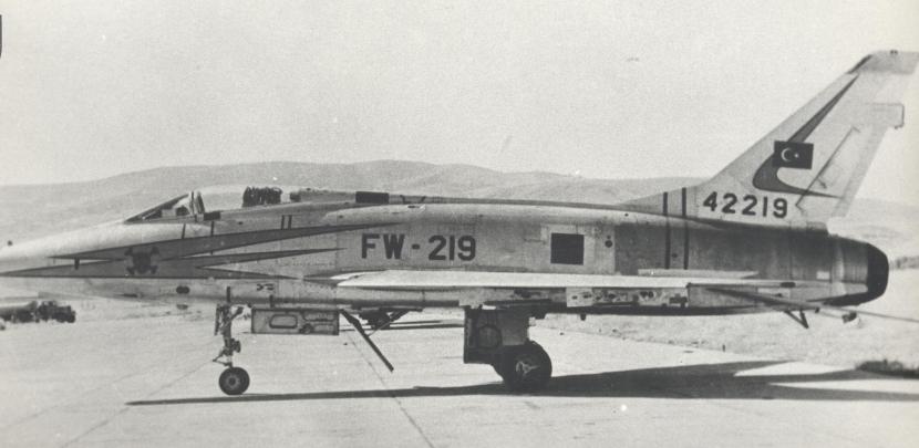 5_F-100D.jpg