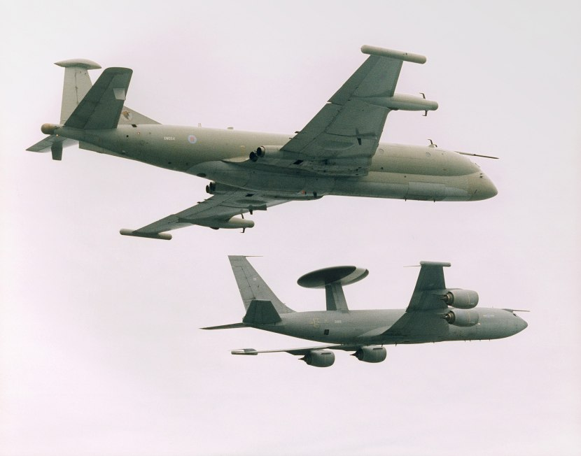 2560px-Formation_of_No_51_Squadron_Nimrod_R1_and_Sentry_AEW1_of_No_8-23_Squadron.10-04-2000_MOD_45137400