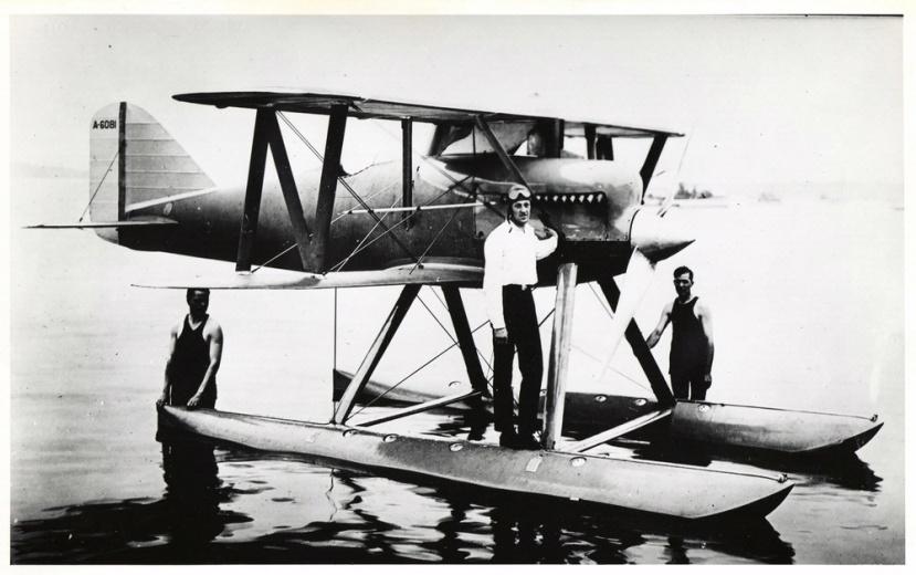 LT_David_Rittenhouse_(center)_Cowes,_England_Sep1923