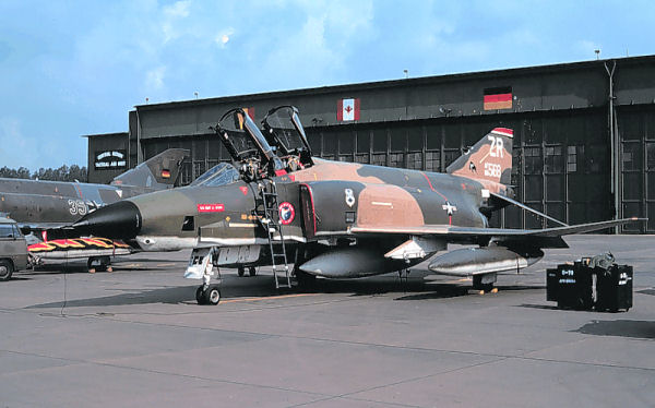 Photo 1_RF-4C_68-0568_at_Zweibrucken_Air_Base,_West_Germany