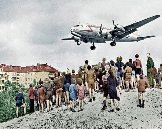 C-54_landing_at_Tempelhof_1948