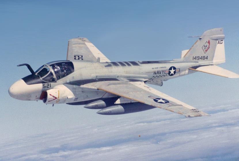Grumman_KA-6D_Intruder_of_VA-34_in_flight,_in_1988
