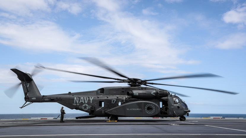 MH-53E-Sea-Dragon-HMS-Queen-Elizabeth