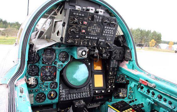 original-front-cockpit-of-mig-31-before-upgarde.jpg